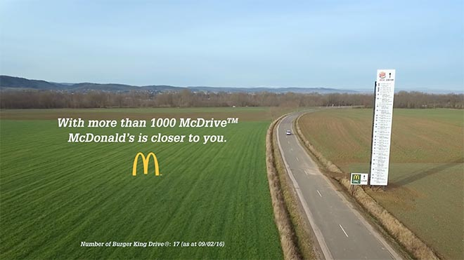 Billboard de McDonalds ataca a Burger King