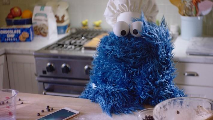 El monstruo come galletas en el nuevo comercial del iPhone 6s