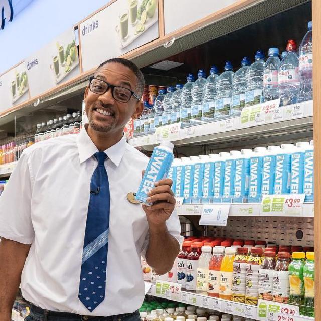 """Will Smith promociona """"Just Water"""" la marca de agua de su hijo Jaden Smith"""